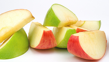 Photo of slices red and green apples