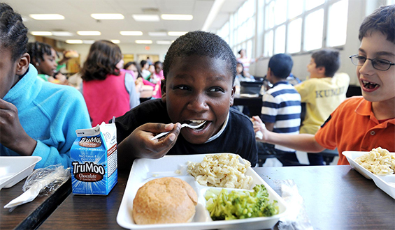 kids eating lunch in a cafeteria